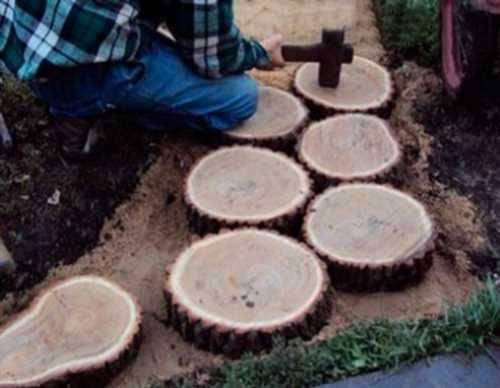 Как сделать дорожки из спилов дерева своими руками 14